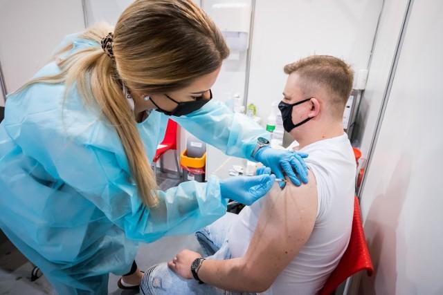 Punkt szczepień powszechnych w Bydgoskim Centrum Targowo-Wystawienniczym w Myślęcinku działa od 5 maja.