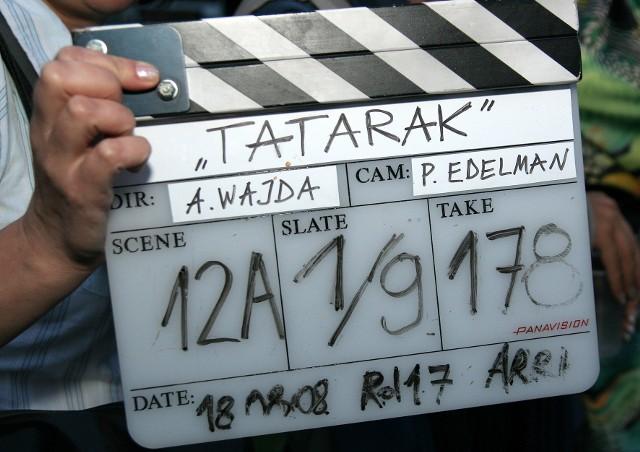 """Andrzej Wajda został patronem skweru w Grudziądzu. Znajduje się on w okolicy rzeźby Flisaka. To właśnie tutaj, w 2008 roku, realizował jeden ze swoich wybitnych filmów """"Tatarak"""".  Film ten swoją premierę miał na festiwalu w Berlinie w lutym 2009 r. Zdobył Nagroda Krytyków Europejskiej Akademii Filmowej - Prix FIPRESCI. Wiele nagród otrzymała Krystyna Janda, która zagrała w """"Tataraku"""" główną rolę."""