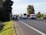 Poważny wypadek w Pszczółkach 21.09.2020 r. Co najmniej jedna osoba poszkodowana w wyniku zderzenia samochodów osobowych z motocyklem