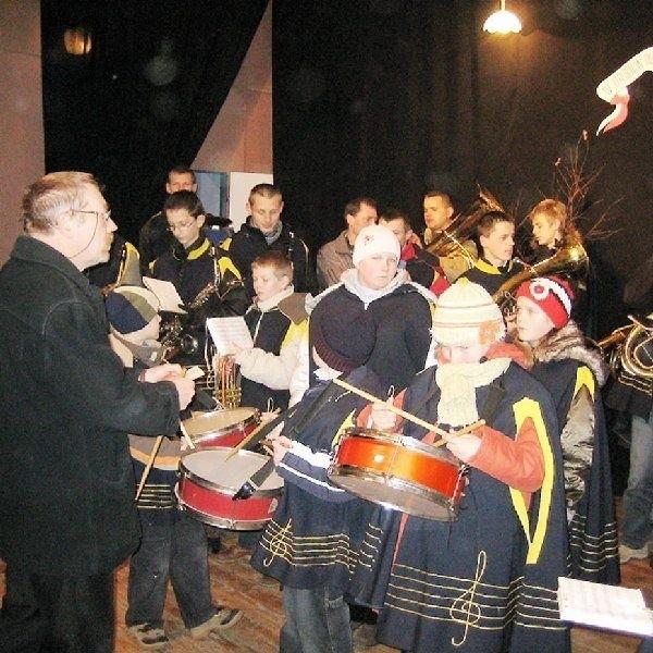 Tłuchowska Gminno-Parafialna Orkiestra  Dęta rozpoczęła przegląd