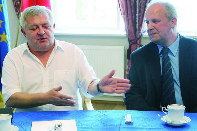 Prezydent Tadeusz Jędrzejczak wraz z dyrektorem Krzysztofem Nowakiem