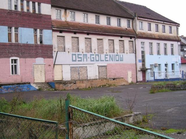 - Z komina goleniowskiej mleczarni spadają cegłówki - mówi pan Jerzy, mieszkaniec Goleniowa.