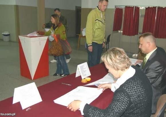 Tylko co piąty wyborca z pow. ostrowskiego poszedł w niedzielę głosować