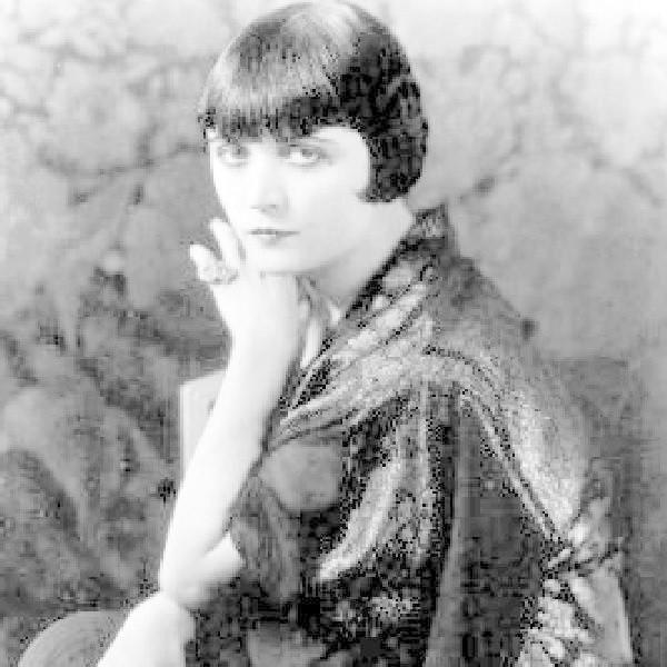 Pola Negri, a właściwie Barbara Apolonia Chałupiec, była polską aktorką filmową i międzynarodową gwiazdą kina niemego