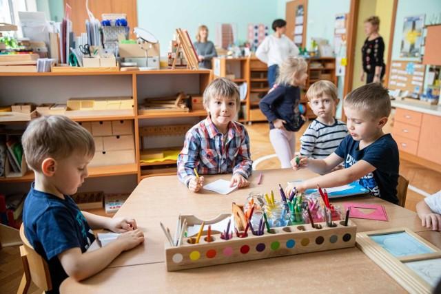 Najmłodsze dzieci wracają do przedszkoli i żłobków w poniedziałek, 19 kwietnia.