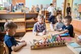19 kwietnia dzieci wracają do żłobków i przedszkoli. Dyrektorzy placówek liczą na odpowiedzialność rodziców i domagają się szczepień