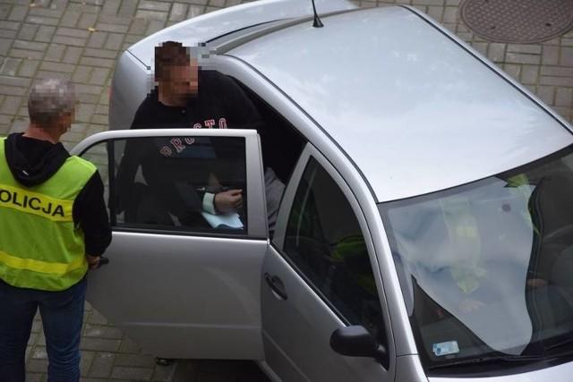 Tomasz S. jest oskarżony o kierowanie gróźb karalnych w stosunku do sekretarki prezydenta Grudziądza. Od października ub. roku przebywa w areszcie. Sąd kolejny raz przedłużył mu areszt o 3 miesiące.