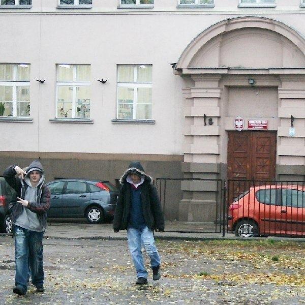 Komisja orzekła, że wskazana byłaby  likwidacja Gimnazjum nr 6 przy pl. Staszica