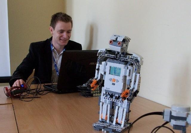 Jedną z atrakcji są pokazy robotów przygotowane przez studentów automatyki-robotyki.