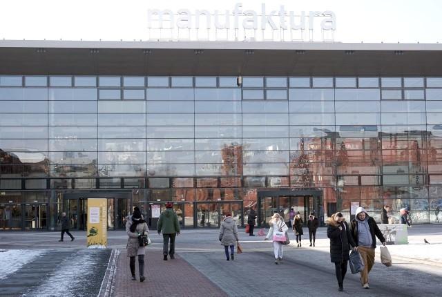 W Wielką Sobotę (3.03) galeria handlowa będzie pracować od 9 do 13, natomiast supermarket Auchan od 7 do 13. W świąteczną niedzielę i poniedziałek galeria będzie nieczynna. Zapraszają wybrane restauracje.