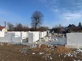 Budują nową świetlicę i strażnicę w Suchej w gminie Białobrzegi. Ruszyło już murowanie ścian