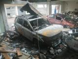 Wybuch w garażu przy ul. Mokrej w Łodzi. Rozerwane ściany, zrujnowane samochody. Starty w tysiącach złotych ZDJĘCIA