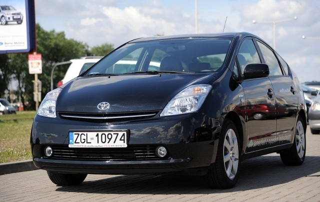 Chociaż Toyoty Prius jeżdżą po naszych drogach już od kilku lat lat, wciąż wywołują zdziwienie na ulicach.