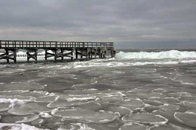 Dziś wspominamy, jak wyglądała zima w 2010 roku nad morzem. Zobaczcie wyjątkowe zdjęcia koszalińskiego fotografa Krzysztofa Sokołowa.
