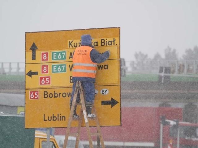 Kierunek Kuźnica Białostocka na wprost pojawił się na tablicy na alei Tysiąclecia Państwa Polskiego, tuż przed skrzyżowaniem z trasą Generalską dopiero wczoraj.