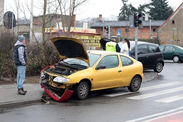 Na skrzyżowaniu ulic Strzeleckiej i Sienkiewicza w Zielonej Górze doszło do zderzenia dwóch samochodów.