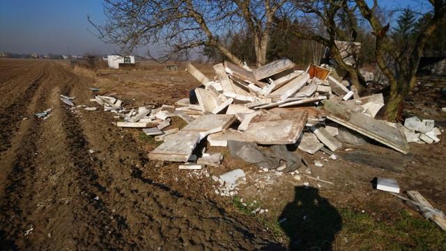 Straż Miejska zrobiła porządek z nielegalnymi wysypiskami śmieci na terenie Poznania