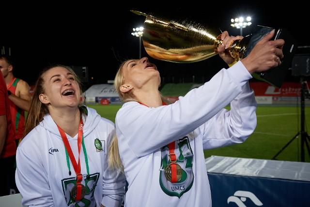 Malwina Kopron (od lewej) i Małgorzata Hołub-Kowalik poprowadziły AZS UMCS Lublin do drużynowego mistrzostwa Polski w lekkiej atletyce