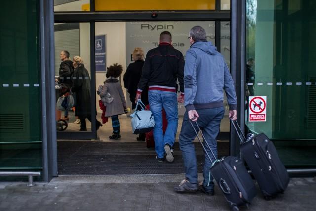 Liczba imigrantów z Europy Wschodniej pracujących w Wielkiej Brytanii dramatycznie spadła jest to najniższy wynik od początku zanotowanych rekordów w 1997 roku.