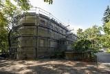 Willa Karola Plihala będzie remontowana do czerwca. Zobacz jak przebiegają prace