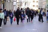 Koronawirus w Polsce: Prawie 6,5 tysiąca nowych zakażeń. Ostatniej doby zmarło 510 osób. To koniec z maseczkami na świeżym powietrzu