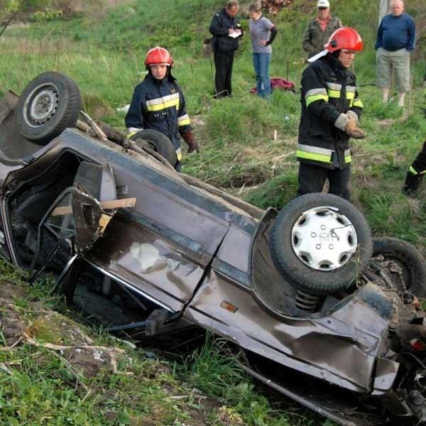 Pasażerowie i kierowca poloneza mieli szczęście, że żaden z nich nie zginął.