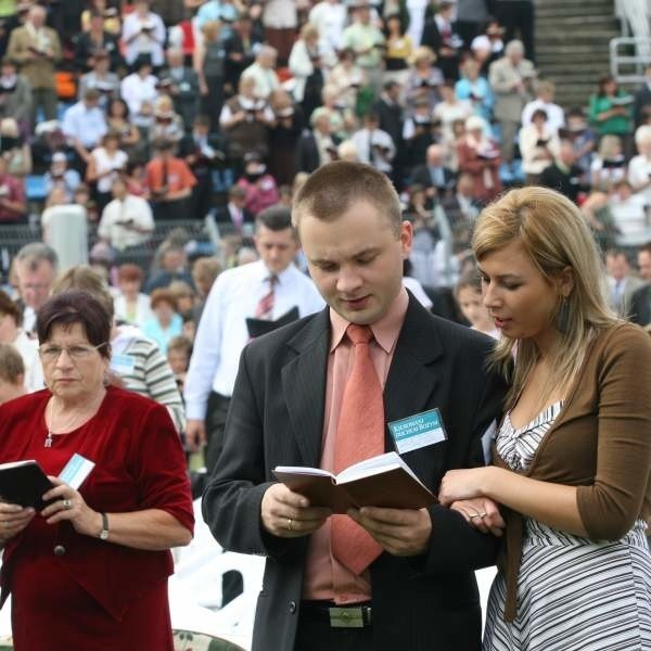 piątkowe spotkanie przyciągnęło na stadion około 2700 świadków Jehowy.