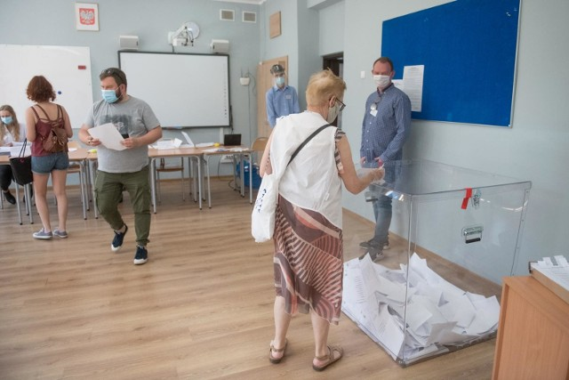 Wybory prezydenckie 2020 w dobie koronawirusa: Jakie zasady bezpieczeństwa obowiązują w lokalach wyborczych?