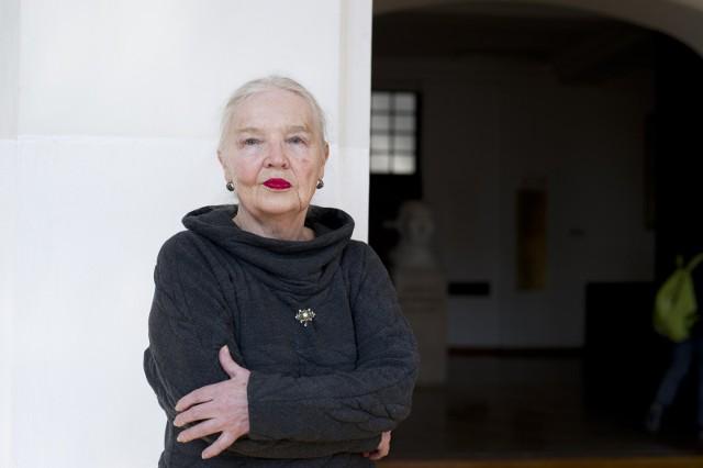 Jadwiga Staniszkis - profesor nauk humanistycznych, socjolożka, zajmuje się socjologią polityki i historią polskiej transformacji. Do 2015 roku była uważana za jedną z najważniejszych postaci zaplecza intelektualnego