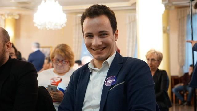 Patryk Fajdek chce większego zaangażowania władz Radomia w zwalczanie koronawirusa.