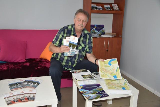 W dni powszednie PIT w Koronowie obsługuje Zenon Rydelski. Kilka wydawnictw otrzymany tu za darmo