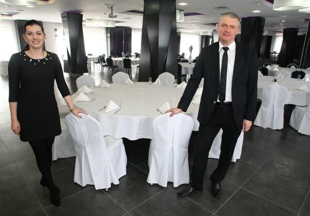 """Patrycja Figarska, dyrektor hotelu Grafit w Miedzianej Górze i Dariusz Rokita, szef gastronomii zapraszają na kulinarny pojedynek. Czytelnicy """"Echa Dnia"""" mogą dziś wygrać zaproszenie na to wydarzenie."""
