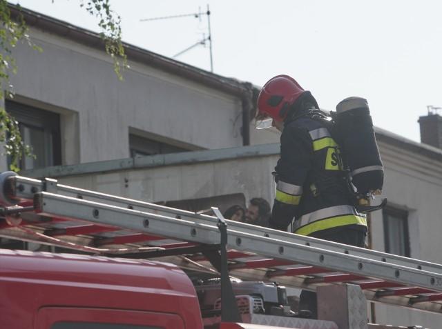 Pożar w jednym z mieszkań przy ulicy Bułgarskiej w Poznaniu. Zobacz więcej zdjęć ---->