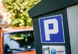 Strefy płatnego parkowania w Polsce 2021. Jakie stawki za parkowanie obowiązują w miastach?