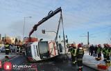 Wypadek karetki w Krakowie. Trzy osoby, trafiły do szpitala