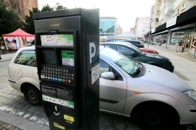 Na kolejnych ulicach we Wrocławiu trzeba będzie płacić za parkowanie.
