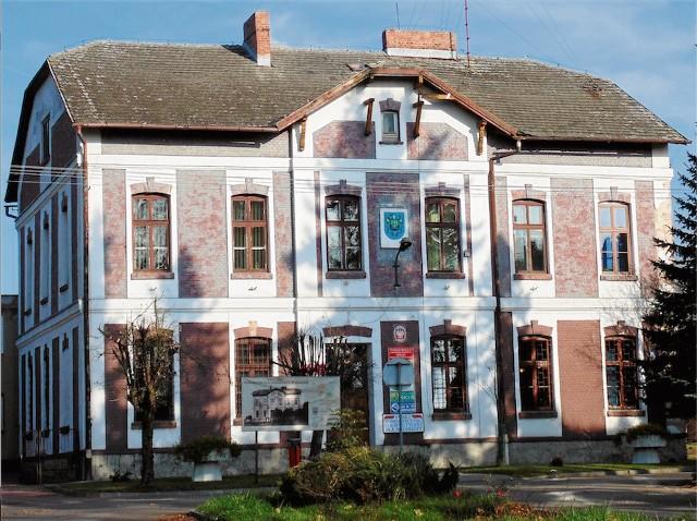 Budynek, w którym funkcjonował przez 15 lat Gminny Zespół Edukacji w Brzeszczach.