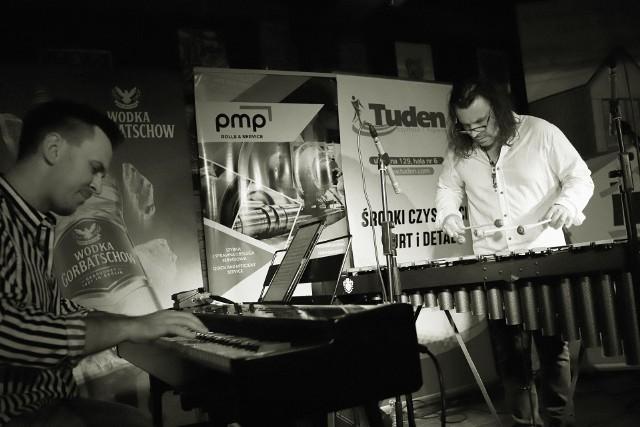W poniedziałek (20.09.2021) toruński Hard Rock Pub Pamela rozpoczął nowy sezon koncertowy. W swoim autorskim projekcie wystąpił Irek Głyk. Ceniony wibrafonista i perkusista do współpracy zaprosił pianistę Piotra Matusika. Zobaczcie, jak było!