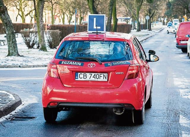 Wielu kierowców po pięćdziesiątce, którzy zdają na prawo jazdy egzaminy zalicza za pierwszym podejściem