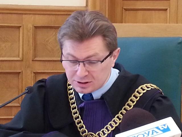 """Sędzia Tomasz Krawczyk zaczął proces pod nieobecność oskarżonego, który miał """"pilne obowiązki zawodowe"""""""
