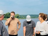 Prezydent Materek skosztował... preparatu do oczyszczania wody w starachowickim Pasterniku [ZDJĘCIA]