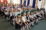 Uroczystość pasowania na ucznia pierwszaków ze Szkoły Podstawowej nr 4 w Inowrocławiu