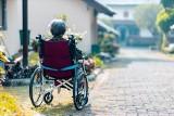 Zasiłek pielęgnacyjny. Komu przysługuje i ile wynosi zasiłek pielęgnacyjny? Gdzie złożyć wniosek o zasiłek pielęgnacyjny?