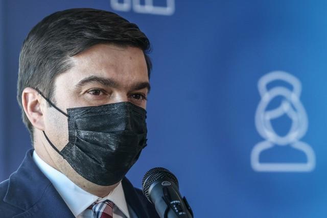 - W ciągu ostatniej doby odnotowaliśmy ok. 2 tys. nowych przypadków zakażeń koronawirusem- poinformował rzecznik Ministerstwa Zdrowia.