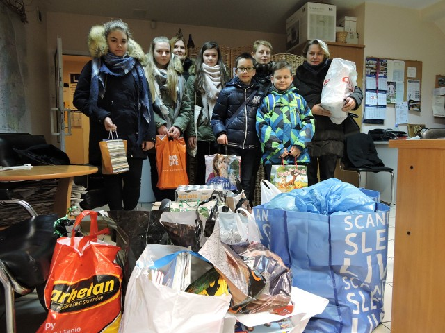Naszą akcję wsparli nauczyciele i uczniowie z Zespołu Szkół nr 2 w Hajnówce. Przekazali mnóstwo wspaniałych prezentów.