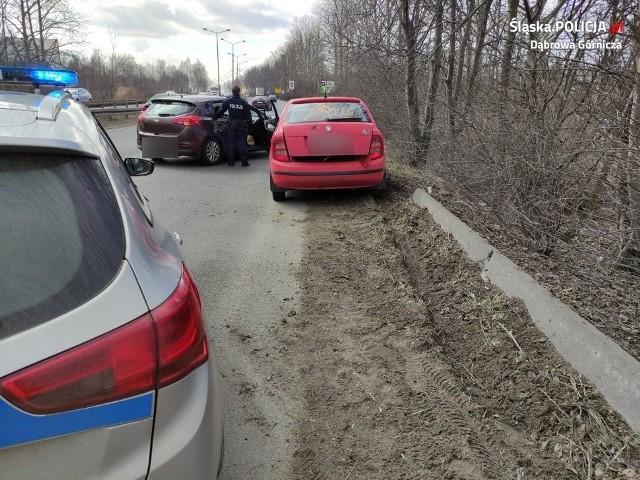 Policjanci ścigali złodziei ulicami Dąbrowy Górniczej Zobacz kolejne zdjęcia/plansze. Przesuwaj zdjęcia w prawo - naciśnij strzałkę lub przycisk NASTĘPNE
