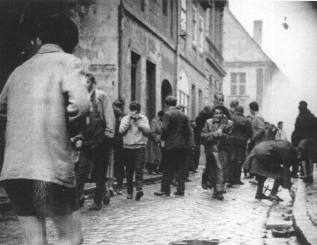 Demonstranci na ul. Mickiewicza