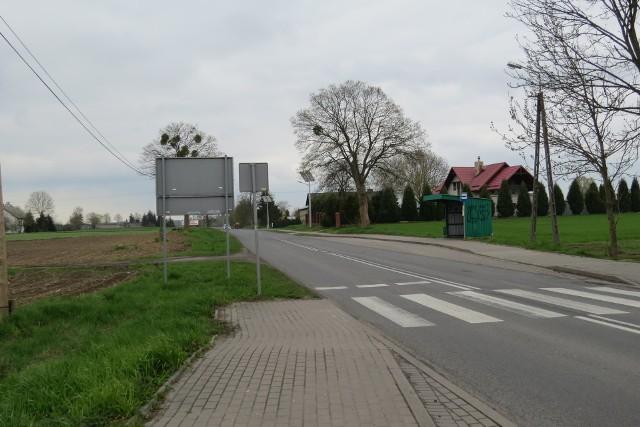 Chodnik zostanie zbudowany po lewej stronie drogi wojewódzkiej z Grzybna do Drużyn. Będzie przedłużeniem chodnika zakończonego przy przystanku w Grzybnie, a zakończony zostanie przy skrzyżowaniu z drogą powiatową w kierunku osady Lisa Młyn
