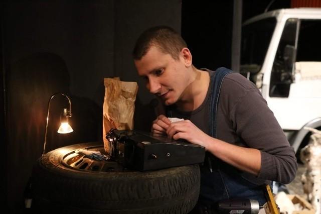 W spektaklu występuje m.in. Mateusz Witczuk