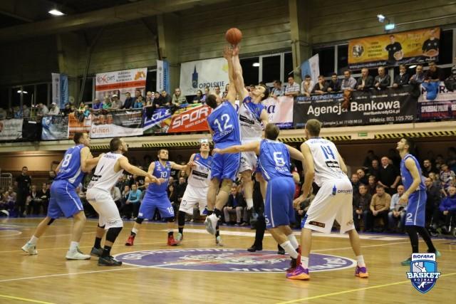 Koszykarze Biofarmu Basket znów się nie popisali i sprawili zawód swoim kibicom